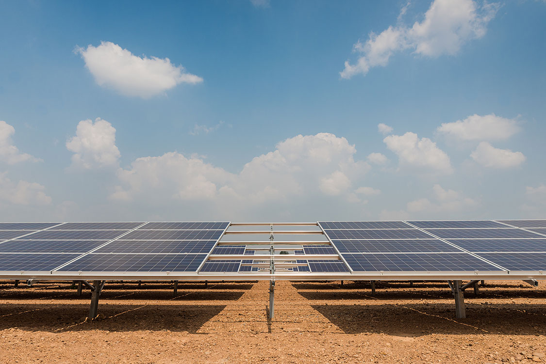 the-solar-farm-for-green-energy-in-thailand-xxl