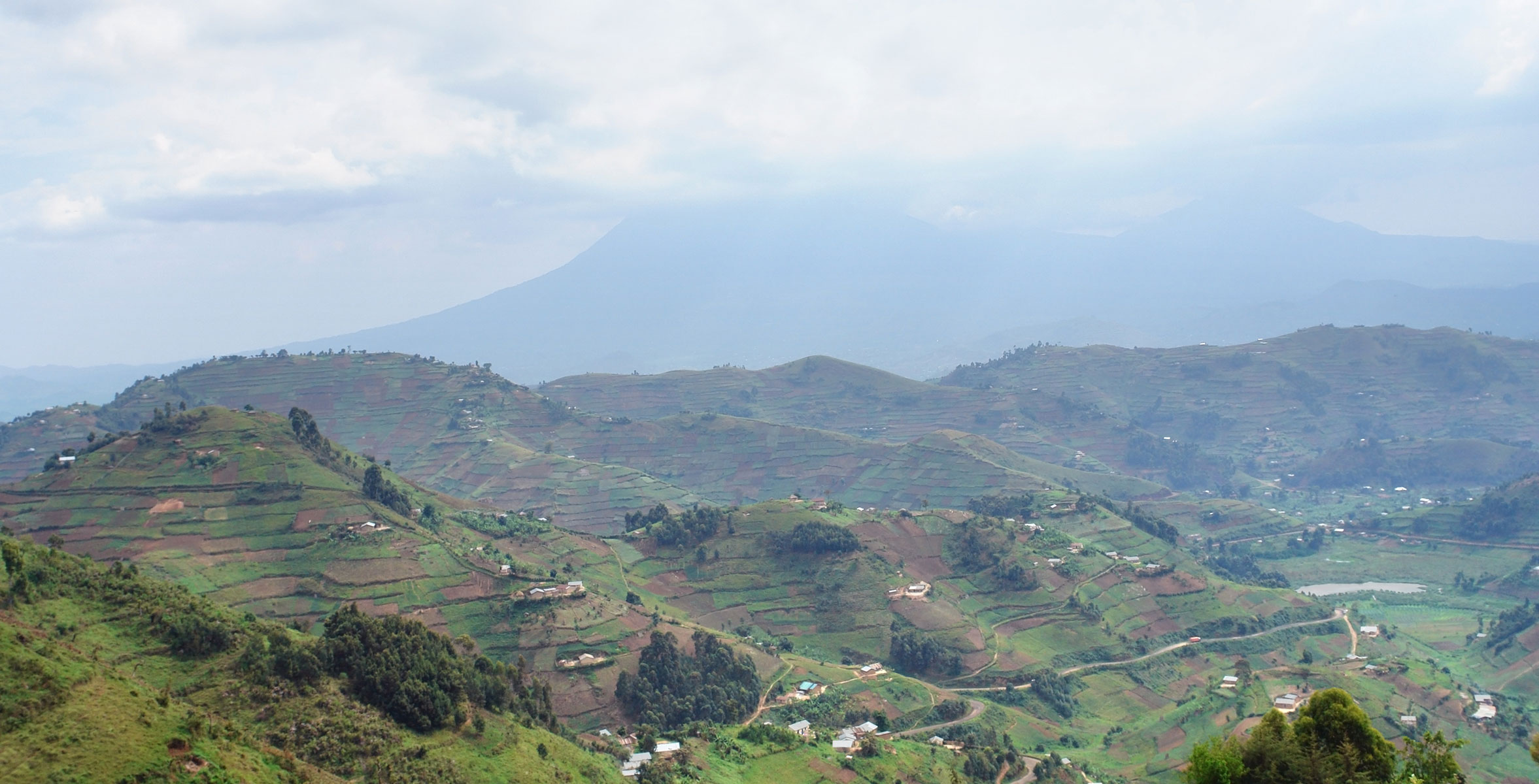 virunga-mountains-in-uganda-m